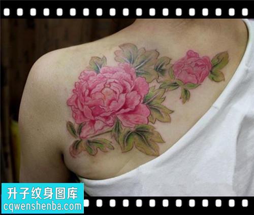 女性后背传统彩色牡丹纹身图案大全