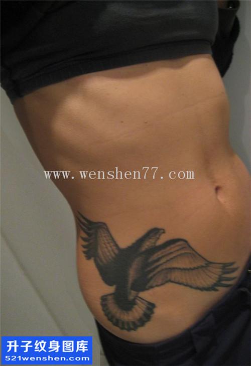 重庆纹身哪里便宜 女性侧腰欧美黑灰纹身图案大全