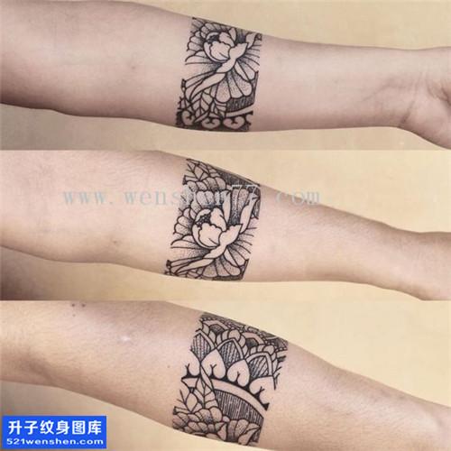 男性小臂点刺牡丹梵花纹身图案大全