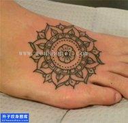 女性脚背梵花点刺纹身图片大全