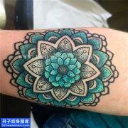 女性小臂梵花点刺彩色纹身图案大全