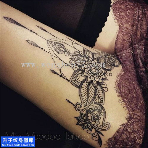 重庆纹身哪里好 女性大腿梵花点刺纹身图片大全
