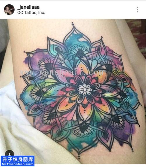 女性大腿彩色梵花纹身图案大全