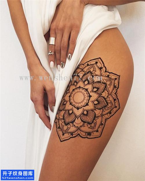 女性大腿梵花纹身图案大全