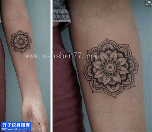 女性小臂梵花点刺纹身图案大全