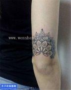 女性大臂梵花点刺纹身图案大全