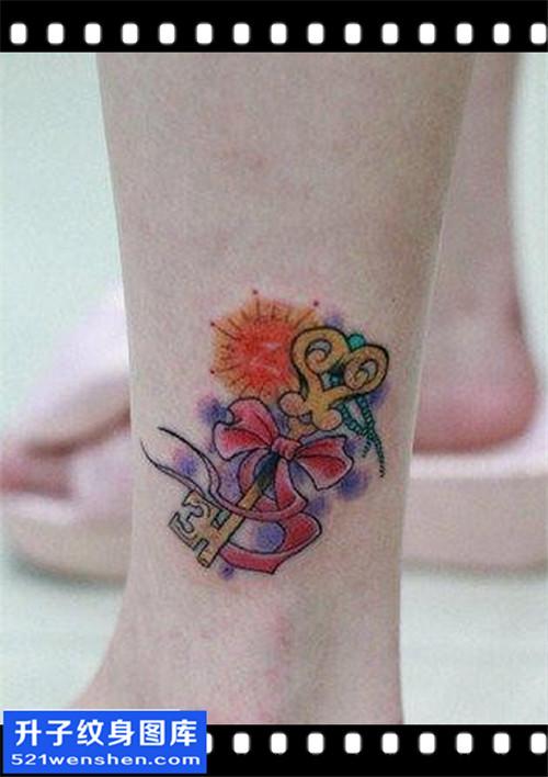 女性脚踝小清新彩色钥匙纹身图案大全