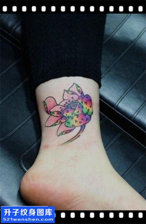 女性脚踝水墨彩色荷花纹身图案大全