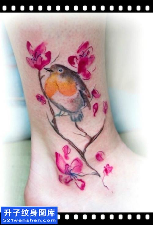 女性脚踝水墨彩色彩色花鸟纹身图案大全