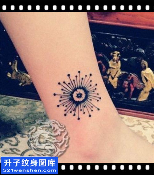 女性脚踝图腾太阳纹身图案大全