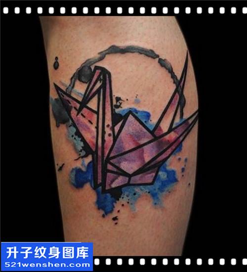 女性欧美小腿彩色千纸鹤纹身图案大全