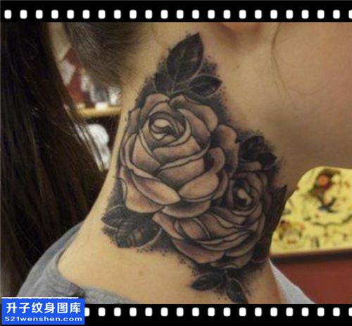女性脖子传统黑灰荷花纹身图案大全