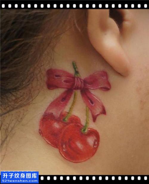 女性耳后欧美樱桃纹身图片大全