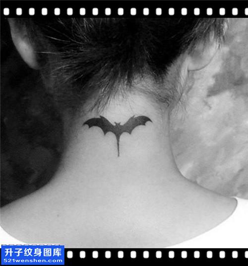 女性脖子图腾蝙蝠纹身图案大全
