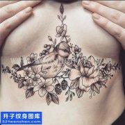 女性欧美胸部花鸟纹身图案大全