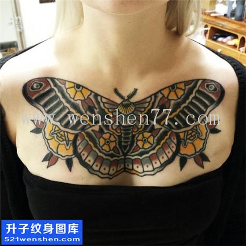 女性欧美花胸蝴蝶纹身图案大全