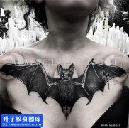 女性欧美花蝙蝠纹身图案大全