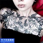 女性欧美花胸骷髅蛇花纹身那图片大全