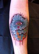 手臂内侧上帝之眼纹身图案 渝中区纹身