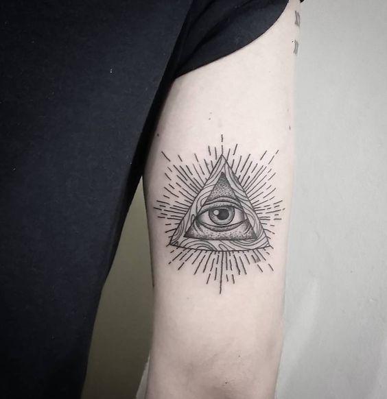 大臂上帝之眼纹身图案 酉阳纹身