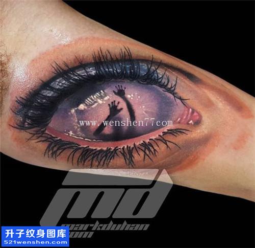 大臂内侧写实眼睛纹身图案大全