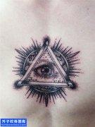 胸口上帝之眼纹身图案