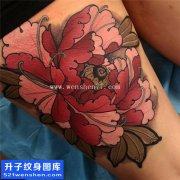 女性大腿传统彩色牡丹纹身图片大全