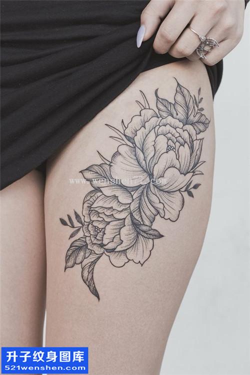 女性大腿欧美牡丹纹身图片大全