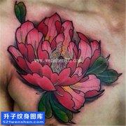 重庆纹身哪里便宜 男性胸口彩色传统牡丹纹身图