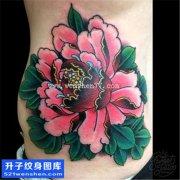 女性侧腰传统彩色牡丹纹身图片大全