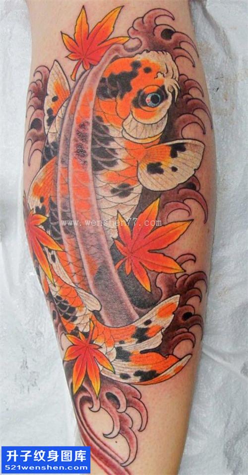 男性小腿传统彩色鲤鱼纹身图案大全