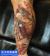 男性小腿传统彩色鲤鱼纹身UAN大全