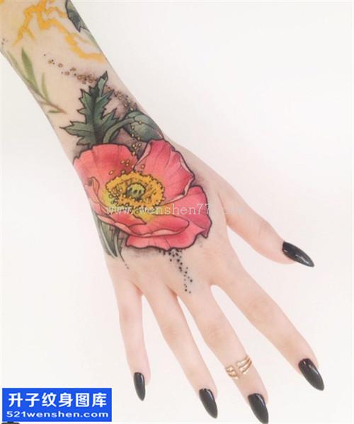 手背彩色罂粟花纹身图片大全 重庆最好纹身店