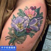 女性大腿根部植物花纹身图片大全
