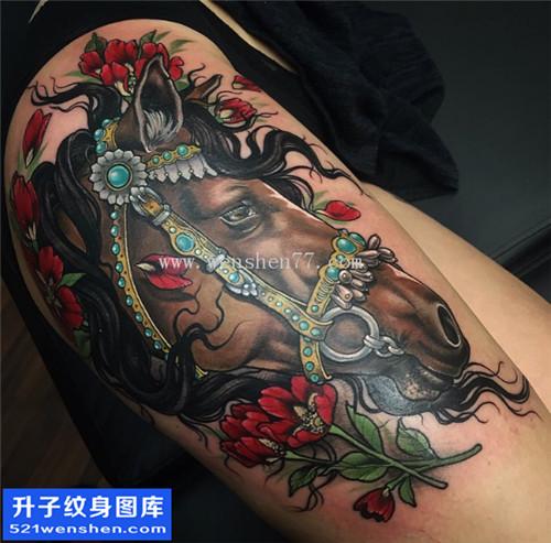 女性大腿彩色new school马纹身图片大全