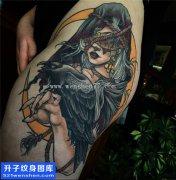 女性大腿根部乌鸦与美女纹身图案大全
