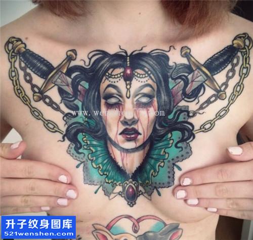 美女胸口大V生首纹身图片大全