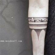 手臂黑白点刺纹身图案