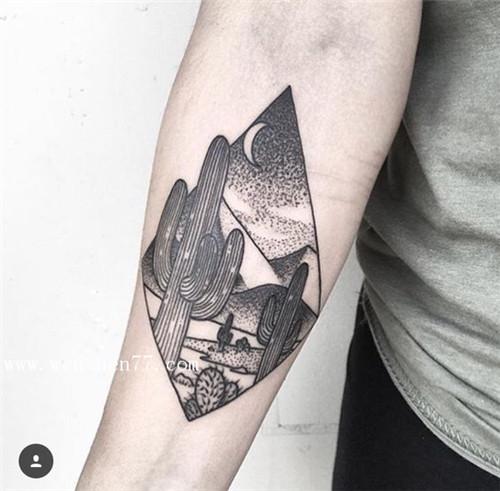 女性手背内侧仙人掌纹身图案