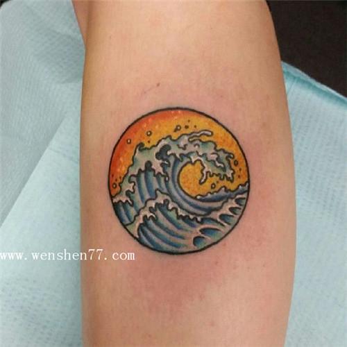 手臂内侧小清新水浪纹身图案