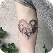 手臂内侧点刺风景仙人掌纹身图案
