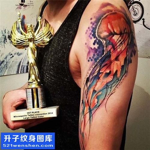 大臂彩色水母纹身图案 水母纹身寓意