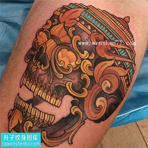 大腿彩色嘎巴拉纹身图片