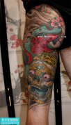 大腿彩色嘎巴拉纹身图案