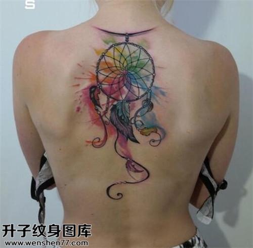 美女后背捕梦网纹身图案