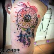 大腿彩色泼墨捕梦网纹身图案