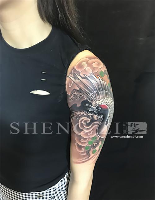 大臂遮盖旧纹身仙鹤纹身图案