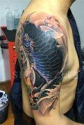 大臂鲤鱼纹身遮盖失败纹身作品