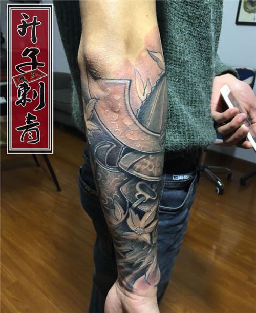 手臂遮盖失败纹身武士花臂纹身