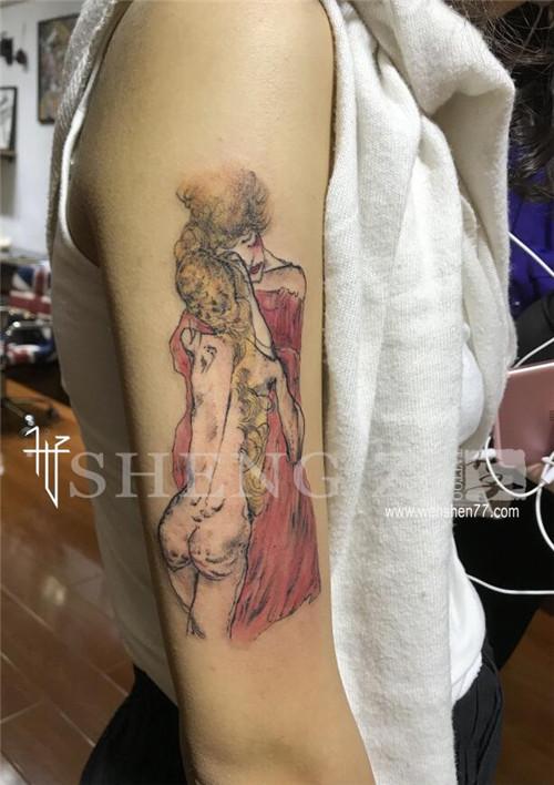 手臂卡通情侣纹身图案
